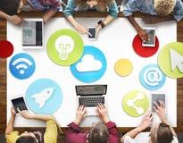 Povos criativos que trabalham o conceito social do ícone dos meios imagem de stock