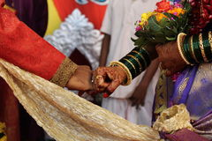 Povos da cerimônia do noivo da noiva do casamento Imagens de Stock