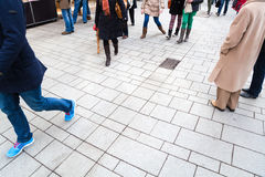 Povos na zona pedestre Fotografia de Stock