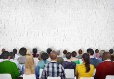 Povos da reunião da conferência do seminário que aprendem o conceito da audiência da apresentação fotografia de stock