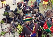Povos das montanhas em Papuásia-Nova Guiné fotografia de stock royalty free