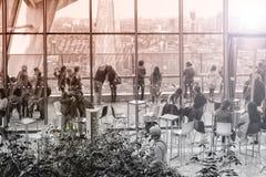 Povos dentro da rua Skygarden de 20 Fenchurch Imagens de Stock Royalty Free