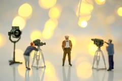 Povos diminutos: Atriz na frente da câmera no SE do filme Fotos de Stock