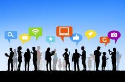 Povos diversos com Media Communication social fotos de stock royalty free