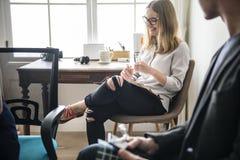 Povos diversos na reunião de negócios startup fotografia de stock royalty free