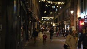Povos do DES Juifs da rua que andam na rua minúscula dos pedestres video estoque
