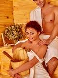 Povos do grupo no chapéu na sauna Imagens de Stock