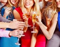 Povos do grupo que dançam no partido. Imagens de Stock Royalty Free