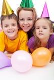 Povos do partido com chapéus e balões foto de stock