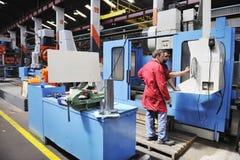 Povos dos trabalhadores na fábrica Foto de Stock