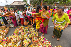 Povos durante a celebração antes de Nyepi - dia do Balinese do silêncio O dia Nyepi é comemorado igualmente como o ano novo Fotos de Stock