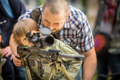 Povos durante a demonstração das forças armadas e equipa de salvamento durante o nacional e o feriado do polonês do anuário Imagens de Stock