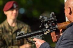 Povos durante a demonstração das forças armadas e equipa de salvamento durante o nacional e o feriado do polonês do anuário Fotos de Stock