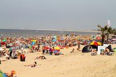 Povos durante feriados na praia de Palermo, Sicilia, Italia fotografia de stock