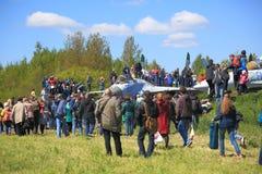 Povos e aviões de combate Fotografia de Stock Royalty Free