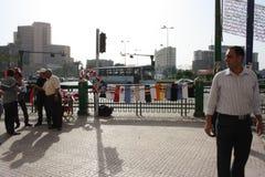 Povos e vendedores no quadrado do tahrir, o Cairo, Egipto Fotografia de Stock