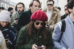 Povos elegantes na semana de moda do ` s de Milan Men Fotografia de Stock