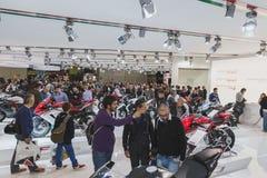 Povos em EICMA 2014 em Milão, Itália Fotografia de Stock