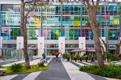 Povos em Lincoln Road, Miami a maioria de rua famosa da compra fotografia de stock royalty free