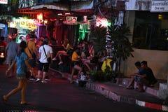 Povos em meninas Tail?ndia da noite da cidade de pattaya imagens de stock royalty free