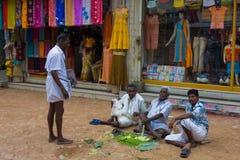 Povos em ruas indianas Fotos de Stock