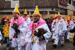 Povos em um carnaval na água de Colônia imagens de stock