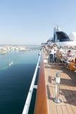 Povos em uma plataforma do navio de cruzeiros Foto de Stock