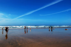 Povos em uma praia fotos de stock royalty free