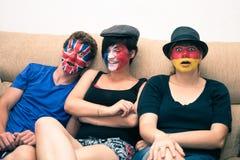 Povos engraçados com as bandeiras pintadas nas caras Fotografia de Stock