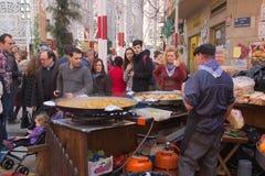Povos espanhóis do whit do alimento da rua fotografia de stock