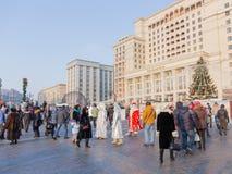 Povos felizes no quadrado de Manege, Moscou Fotografia de Stock Royalty Free