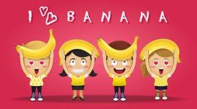 Povos felizes que levam bananas grandes Fotos de Stock