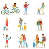 Povos felizes que viajam e que têm as viagens de acampamento ajustadas de caráteres lisos dos turistas dos desenhos animados Fotografia de Stock Royalty Free