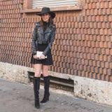 Povos fora da construção do desfile de moda de Alberta Ferretti para Milão Fotografia de Stock