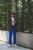 Povos fora da construção do desfile de moda de Armani para a arrelia de Milan Men Imagem de Stock Royalty Free