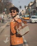Povos fora da construção do desfile de moda de Cavalli para a semana de moda 2015 de Milan Men Imagem de Stock