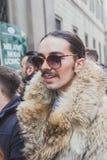Povos fora da construção do desfile de moda de Cavalli para a semana de moda 2015 de Milan Men Fotografia de Stock