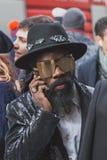Povos fora da construção do desfile de moda de Cavalli para a semana de moda 2015 de Milan Men Fotos de Stock Royalty Free