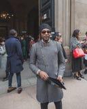 Povos fora da construção do desfile de moda de Cavalli para a semana de moda 2015 de Milan Men Foto de Stock Royalty Free