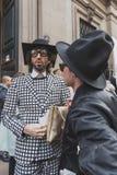 Povos fora da construção do desfile de moda de Cavalli para a semana de moda 2015 de Milan Men Imagens de Stock