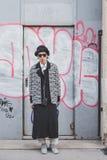 Povos fora da construção do desfile de moda de Dirk Bikkembergs para a semana de moda 2015 de Milan Men Imagem de Stock Royalty Free