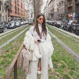 Povos fora da construção do desfile de moda de Gucci para Milan Women Fas Foto de Stock Royalty Free