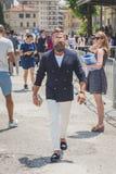 Povos fora da construção do desfile de moda de Gucci para o Fashi de Milan Men Fotografia de Stock