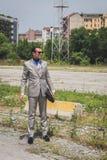 Povos fora da construção do desfile de moda de Gucci para o Fashi de Milan Men Fotos de Stock