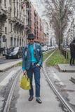 Povos fora da construção do desfile de moda de Gucci para a semana de moda 2015 de Milan Men Foto de Stock