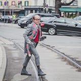 Povos fora da construção do desfile de moda de Gucci para a semana de moda 2015 de Milan Men Imagem de Stock Royalty Free