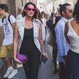 Povos fora da construção do desfile de moda de John Richmond para Milan Men Fotos de Stock