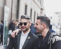 Povos fora da construção do desfile de moda de John Richmond para a semana de moda 2015 de Milan Men Foto de Stock