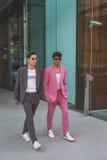 Povos fora da construção nacional do desfile de moda do traje para Milão Foto de Stock Royalty Free