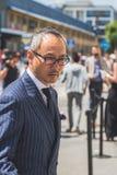 Povos fora da construção nacional do desfile de moda do traje para Milão Fotografia de Stock